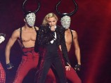 Madonna stürzt bei Brit-Awards