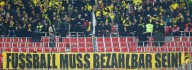 BVB-Fans protestieren und werfen dann Tennisbälle aufs Feld