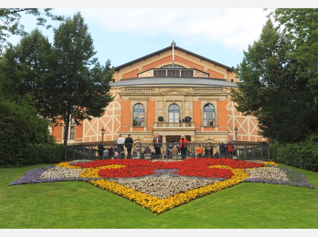 Roter Teppich in Bayreuth  WAZde