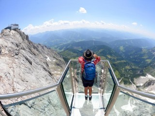 Blick in den Abgrund: Spektakuläre Skywalks in den Alpen