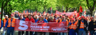 1000 Metaller demonstrierten bei Warnstreik in Dortmund