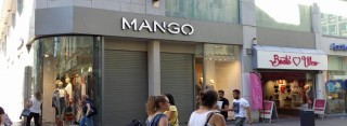 Mango am Westenhellweg: Licht ist an, Rollläden sind runter